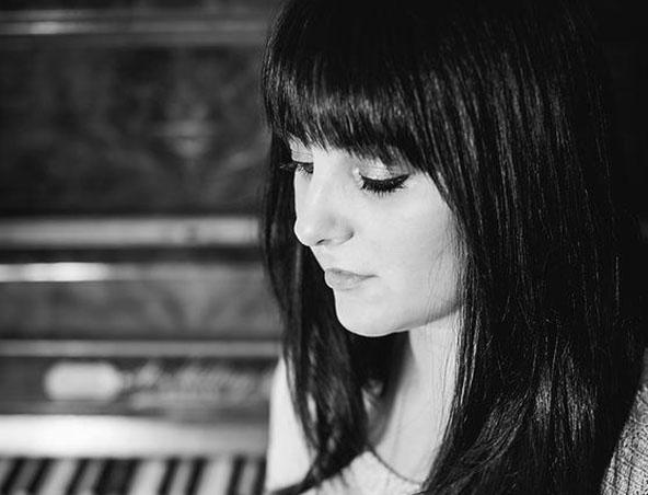 Perth Singer Amanda Canzurlo - Musicians Entertainers