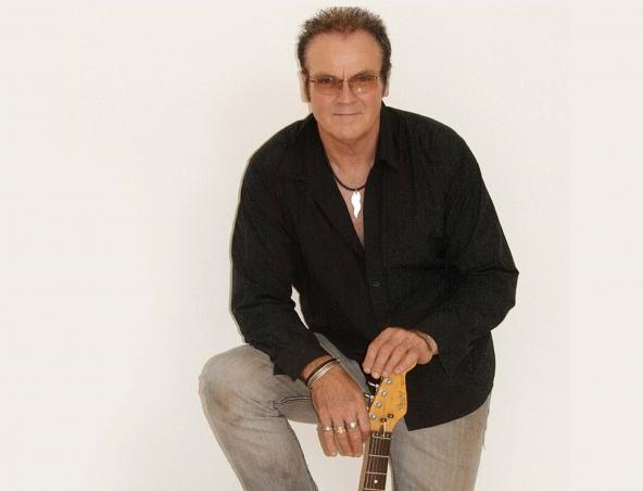 Fenton Acoustic Soloist Perth Musician