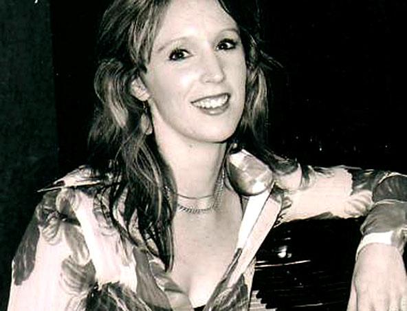 Kat Kinley Perth Singer Piano Player