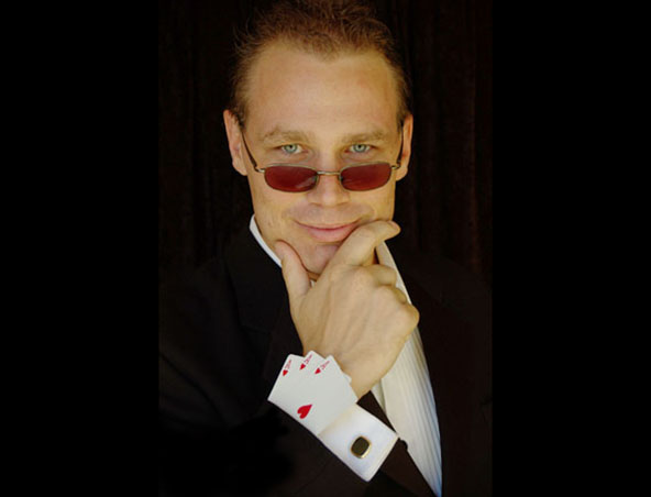 Magician Perth - Ola Magic - Magicians Stage and Roving
